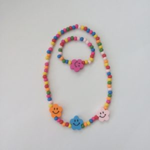 Kinderketting-met-armbandje-bloem-smiley kindersieraden Essies Joy